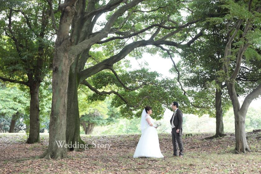 木々が生い茂る根岸森林公園で森の中にいるような撮影