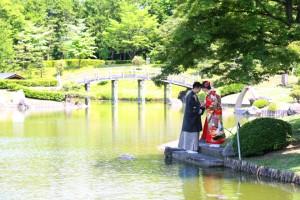 <center>太鼓橋と竹林が特徴的な日本庭園「花田苑」</center>