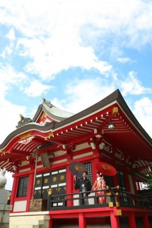 <center>社殿の赤が映える!「赤城神社」</center>