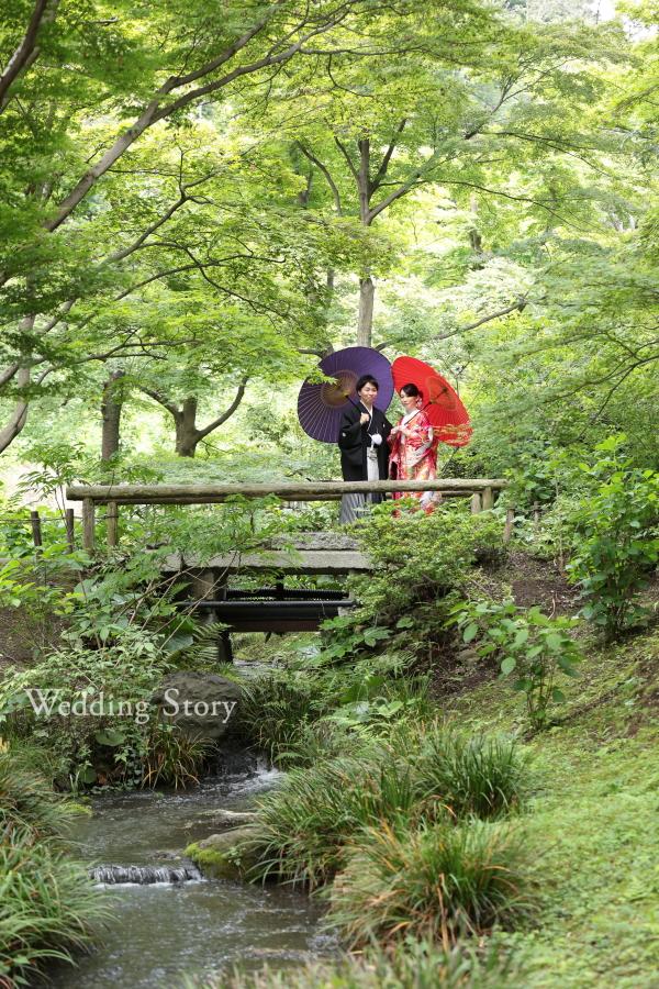 新緑に和傘が映える和装前撮り