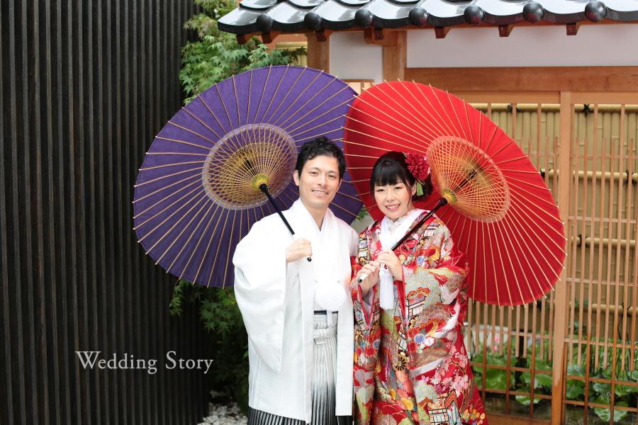 着物に和傘が映える1枚