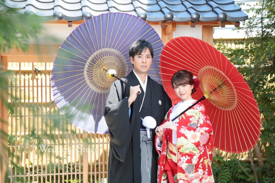 色打掛は和傘を持ったポーズで