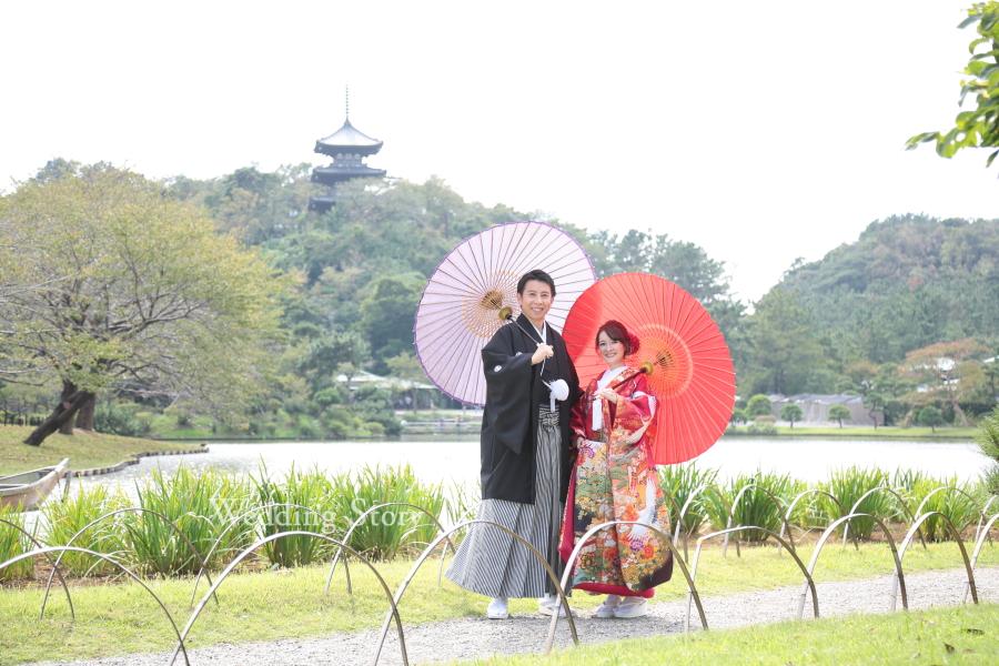 シンプルなポーズと和傘で王道の和装写真