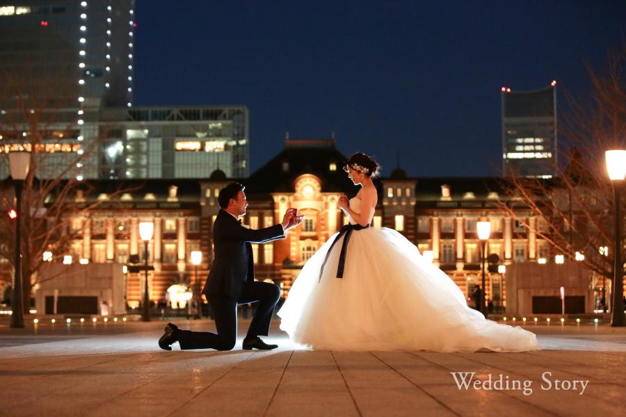 ロマンチックな東京駅でのプロポーズショット