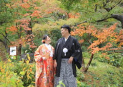 紅葉に囲まれた雰囲気がステキな和装フォト。